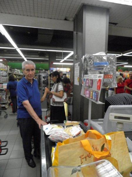 I'On. Prof. Stefano Rodotà in fila al supermercato