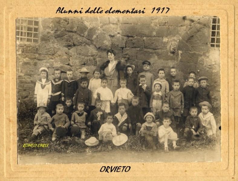 Alunni delle elementari nel 1917