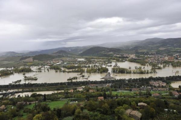 Alluvione, l'allerta massima è stata attivata nel pieno rispetto delle procedure. Ma il sindaco non ha ricevuto alcun sms. Nessuna contraddizione tra le carte dell'Autorità di bacino e le classi di rischio della Provincia