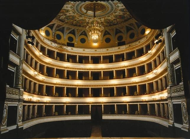 Teatro Mancinelli e Pozzo di San Patrizio. Aperti i bandi, il Comune punta sui privati