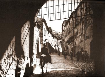 Traffico, il quartiere medievale inquinato quanto se non più della trafficata via dei Tigli