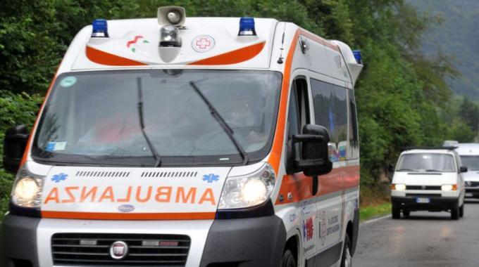 Strade colabrodo, ambulanza costretta a fare gimkana tra le buche