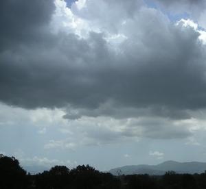 Meteo per il weekend, intensa attività temporalesca accompagnata da precipitazioni importanti e vento sostenuto