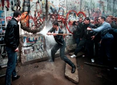 Sacripanti chiede al Comune di commemorare la Caduta del muro di Berlino