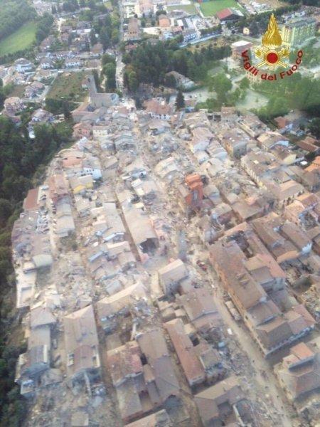 Trema la terra: continua lo sciame sismico, sale il numero delle vittime