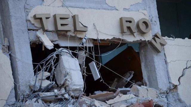Trovati due documenti tra le macerie dell'hotel Roma