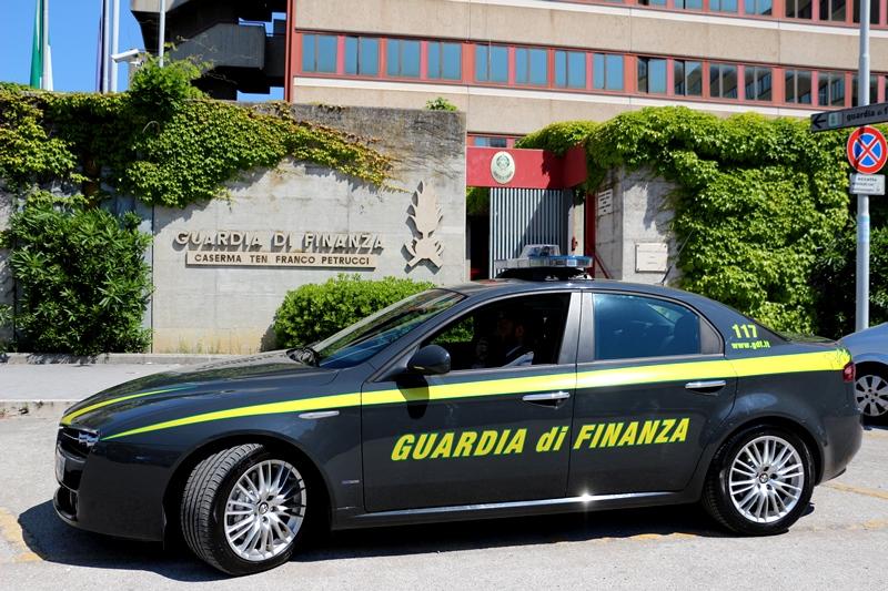 Truffa aggravata, denunciate dalla Finanza 10 persone e sequestrati immobili per 5 mln di euro