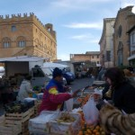 Mercato in Piazza del Popolo, accolta la richiesta degli ambulanti: posticipata la data di scadenza della Tosap