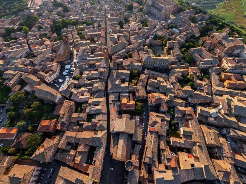 Edilizia biosostenibile e nuove aree edificabili per attrarre nuovi potenziali abitanti. Ma il 40% di case sulla Rupe è sfitto