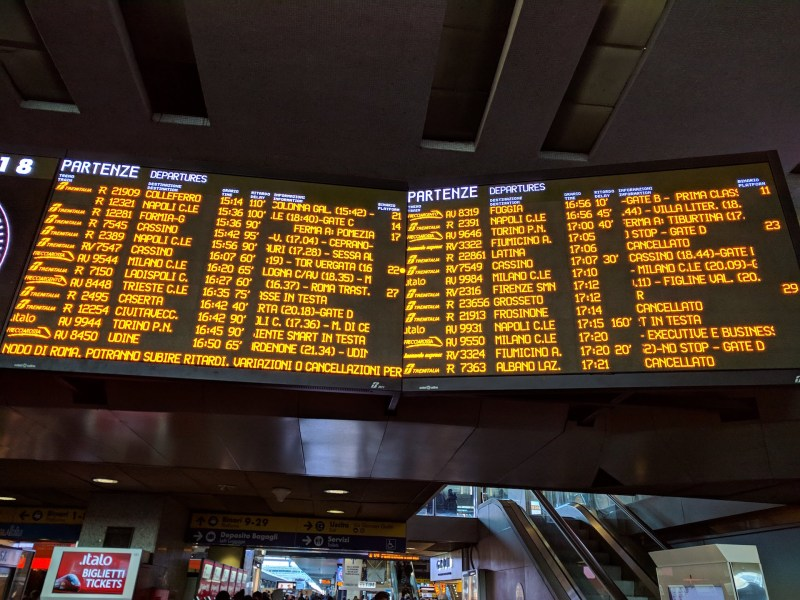 """Treni, la settimana di passione dei pendolari: """"Totale disfatta sul fronte della comunicazione e dell'assistenza"""""""