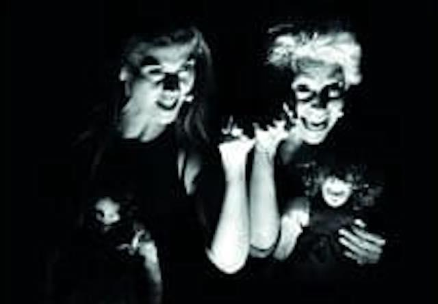 """Elena e Lila: il ritorno della """"zingara"""" Cloris Brosca sul palco del Teatro Boni in occasione della Festa della donna"""