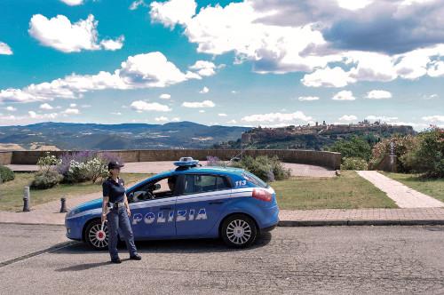 Potenziati i controlli sul territorio, la Polizia arresta un italiano e allontana due rumene