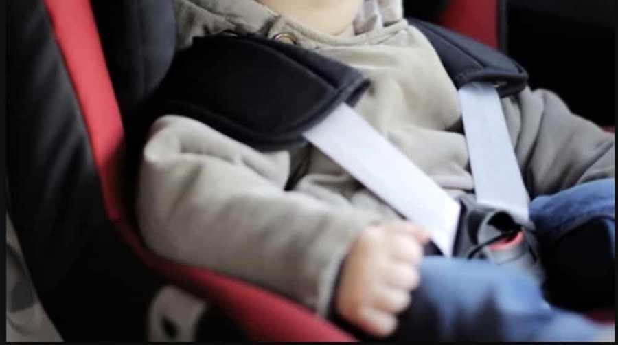 Mai più bambini dimenticati in auto, passa alla Camera la proposta di Fratelli d'Italia