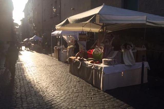Tornano i mercatini dell'Artigianato in Via Filippeschi