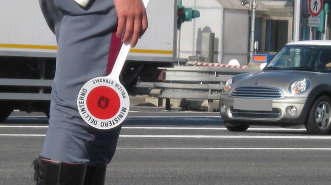 A zig-zag lungo l'autostrada, arrestato un autotrasportatore dalla Polstrada di Orvieto