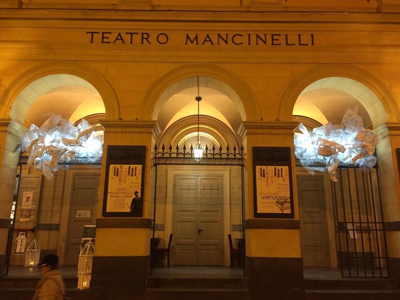 """""""Luci a Teatro"""", il Mancinelli s'illumina d'immenso. Inaugurate le installazioni d'arte """"site specific"""""""