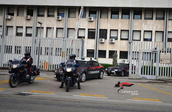 Simula rapina al distributore di benzina, scoperta e denunciata dai Carabinieri