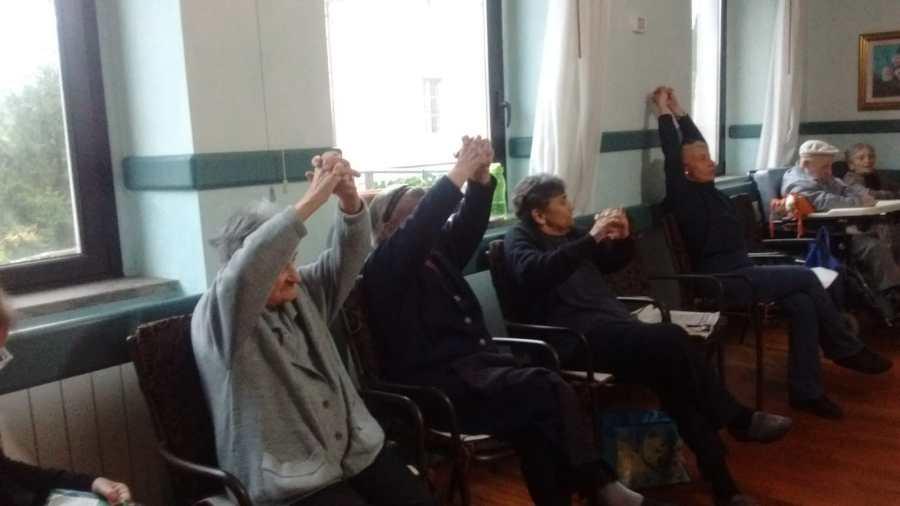 Corso di ginnastica alla casa vincenziana di Baschi, grazie al contributo della Fondazione Cro