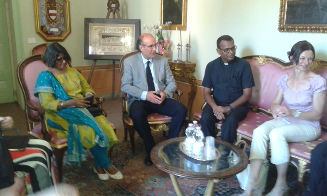 """Il """"Giglio d'oro"""" ritorna a Orvieto, ricevuta in Comune la delegazione indiana dell'Archdiocesan Heritage Museum di Mumbai"""