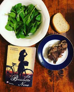 """@tantilibriecaffe legge """"La bicicletta nera"""", libro candidato a Campiello e Stresa"""