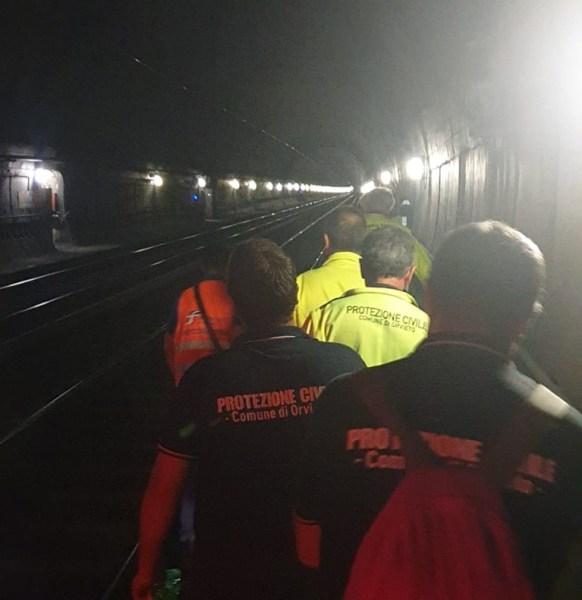 Terribile urto treno in galleria, il mezzo va a fuoco. Ma è un'esercitazione