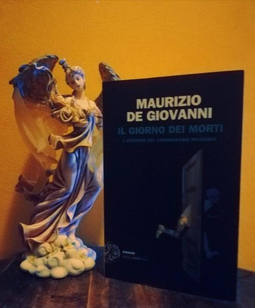 #LillyKnowsItBetter legge Il giorno dei morti, di Maurizio de Giovanni