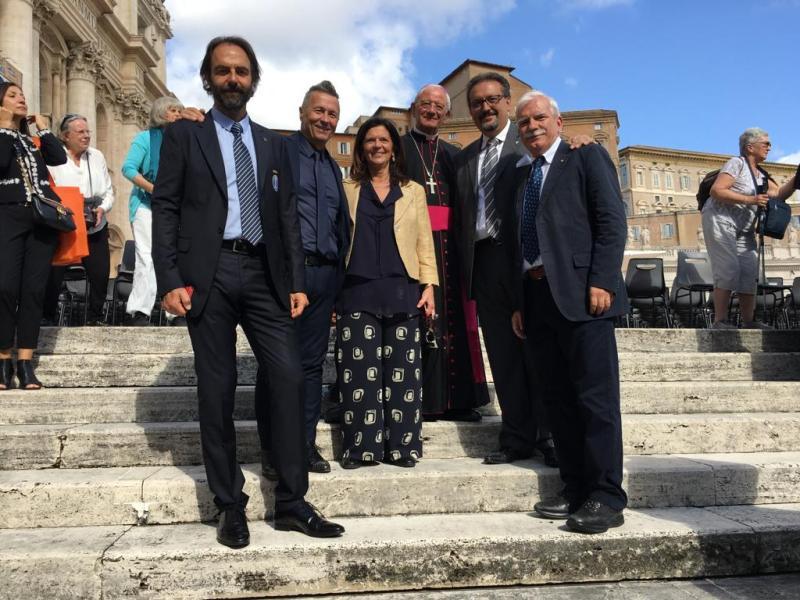 La Nazionale Italiana Cantanti scende di nuovo in campo per la pace in Medio Oriente, da Papa Francesco anche Stefano Cimicchi