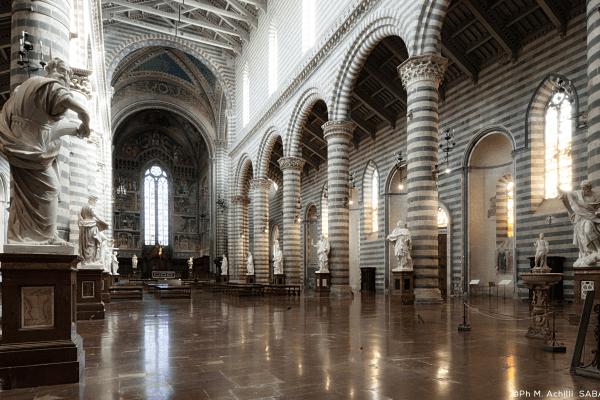 Le Statue degli Apostoli e dei Santi Protettori della Città dopo due secoli ritornano in Duomo
