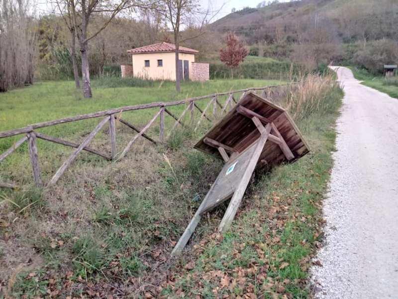 """Atti vandalici Terme di Ramici. Il Comune: """"Situazione grave che si ripete da tempo"""""""