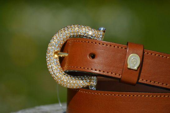 Guertel crystal buckle