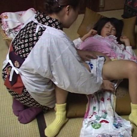 おむつをしてみたい願望を持った女子校生、ゆりの幼児退行生活