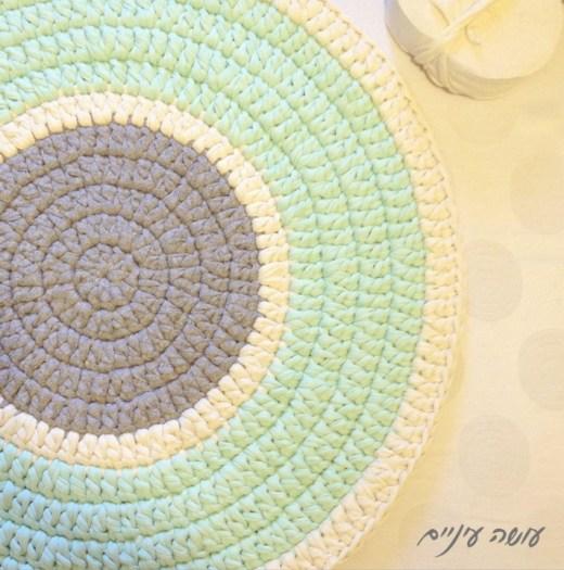 שטיח מחוטי טריקו - עושה עיניים    T-shirt yarn / Trapillo Crochet rug