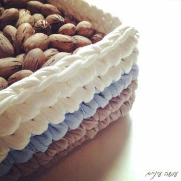 עושה עיניים - סלסלה מרובעת מחוטי טריקו || OsaEinaim - T-shirt yarn basket