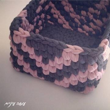 עושה עיניים - סל טפסטרי מחוטי טריקו    OsaEinaim - T-shirt yarn tapestry basket