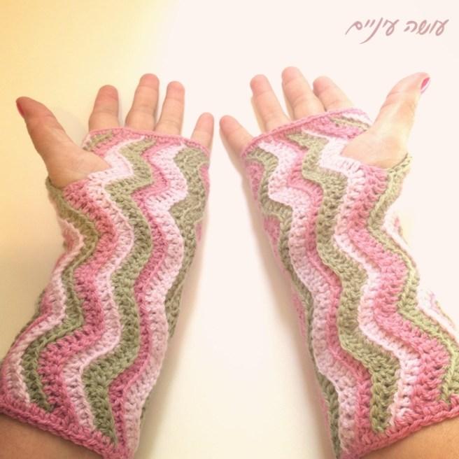 Osa Einaim - Wavy wrist warmers pattern || עושה עיניים - מחממי ידיים בדוגמת גלים