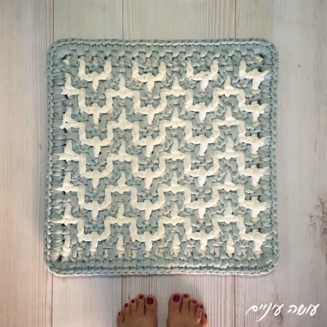 עושה עיניים - שטיחון מחוטי טריקו || Osa Einaim - Bargello interlocking crochet rug with t-shirt yarn trapillo