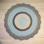 שטיח סרוג מחוטי טריקו - עושה עיניים    crochet t-shirt yarn rug - by OsaEinaim