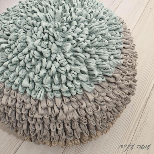 עושה עיניים - פוף קיפודי סרוג מחוטי טריקו    Osa Einaim - Crochet loop pouf made with t-shirt yarn trapillo