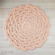 עושה עיניים - שטיח מחוטי טריקו בדוגמת מניפות פרח לוטוס || Osa Einaim - crochet t-shirt yarn rug by the Lotus flower pattern