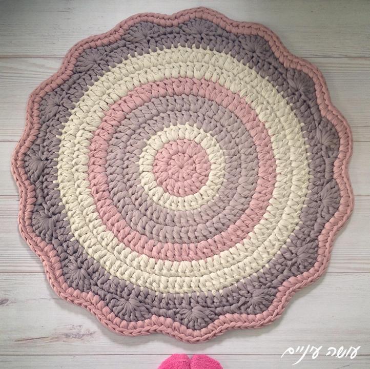 עושה עיניים - שטיח חוטי טריקו סרוג    Osa Einaim - t-shirt yarn trapillo crochet rug