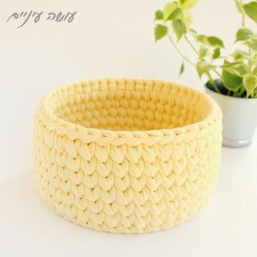 עושה עיניים - איך סורגים סלסלה מחוטי טריקו על תחתית    Osa Einaim - crochet t-shirt yarn basket