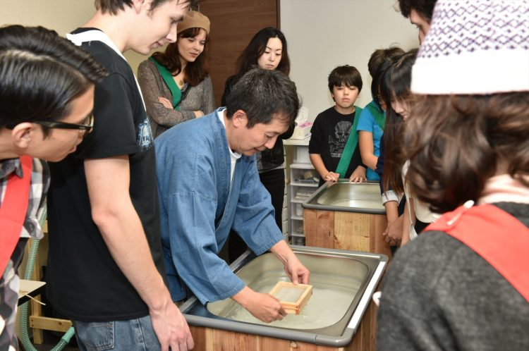 在大阪體驗日本傳統文化【和紙制作】的人氣