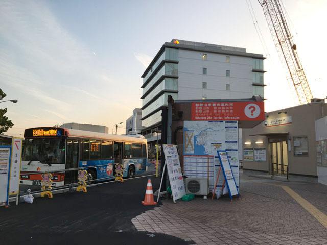 和歌山市駅前のバス乗り場,
