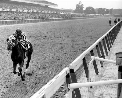 Buffett - black-white old school horse racing leading pack-1