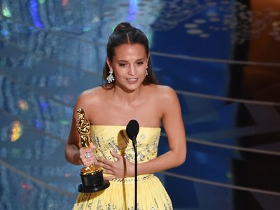 "Alicia Vikander Wins 2016 Oscar for Best Supporting Actress in ""The Danish Girl"""