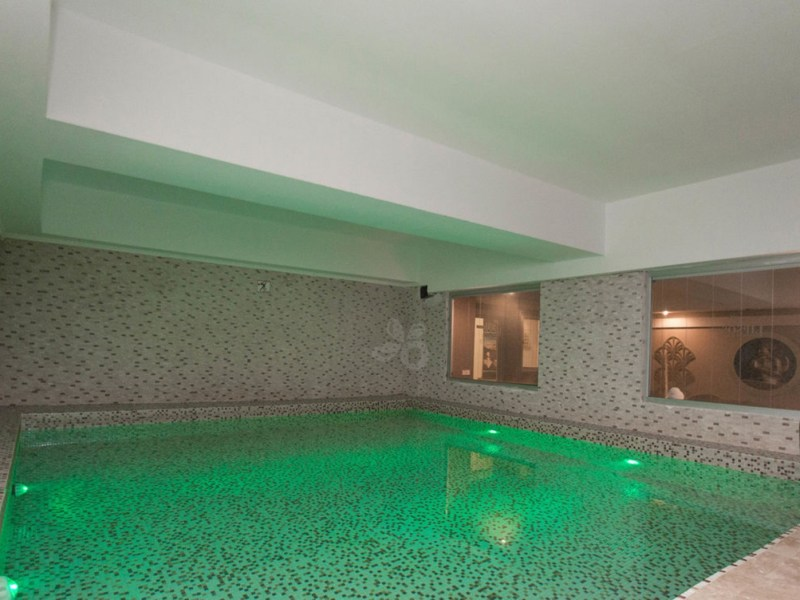 indoor cold plunch pool