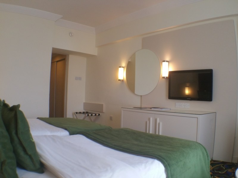 hotel-twin-bed-room-8