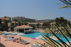 large pool at oscar resort old