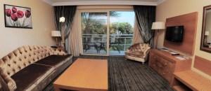 pool side suite room