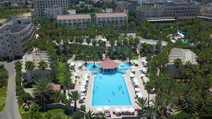large-pool-oscar-resort